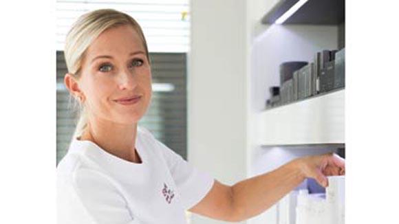 reviderm marisa lacko winkler er ffnet erstes skinmedics institut in der schweiz. Black Bedroom Furniture Sets. Home Design Ideas